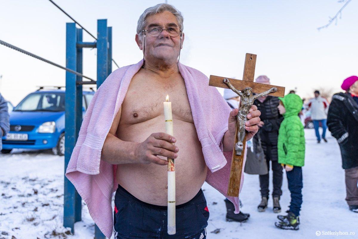 https://media.szekelyhon.ro/pictures/vasarhely/aktualis/2020/12_januar/o_vizkereszt_maros_01_hv.jpg