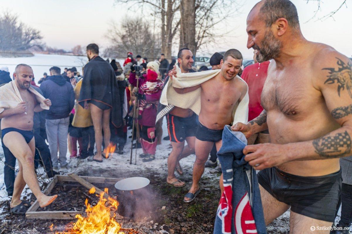 https://media.szekelyhon.ro/pictures/vasarhely/aktualis/2020/12_januar/o_vizkereszt_maros_05_hv.jpg