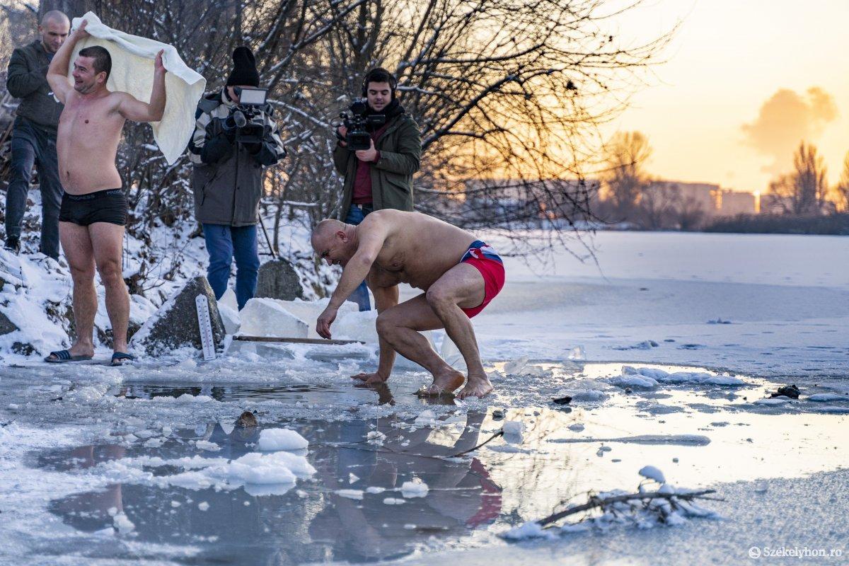https://media.szekelyhon.ro/pictures/vasarhely/aktualis/2020/12_januar/o_vizkereszt_maros_06_hv.jpg
