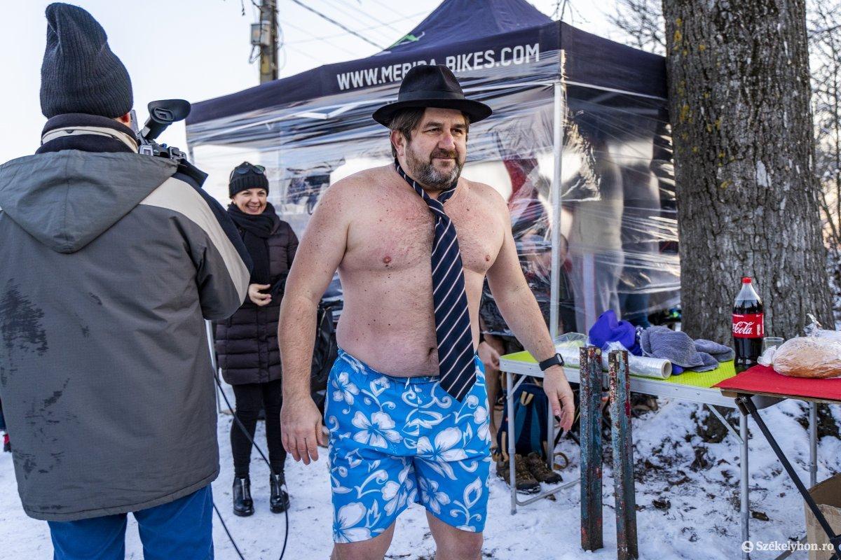 https://media.szekelyhon.ro/pictures/vasarhely/aktualis/2020/12_januar/o_vizkereszt_maros_08_hv.jpg