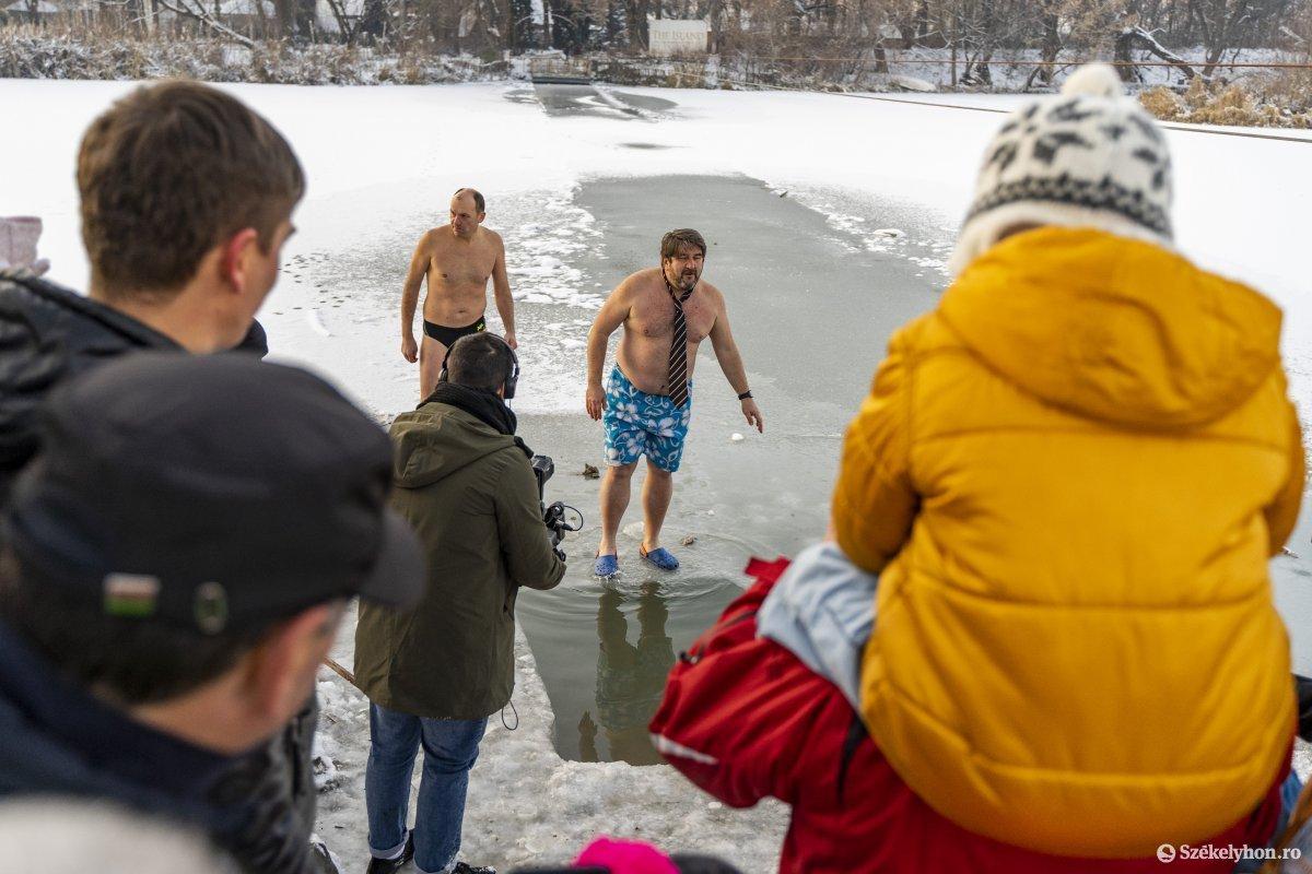 https://media.szekelyhon.ro/pictures/vasarhely/aktualis/2020/12_januar/o_vizkereszt_maros_09_hv.jpg