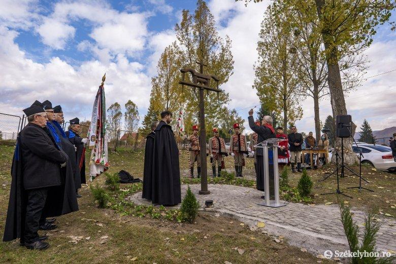Emlékműavatással emlékeztek az 56-os szabadságharcra Szovátán