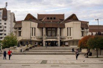 """Oltakozási """"színjáték"""": Vásárhelyen védettségit kérnek a színészektől, a kolozsvári operában nem látnak erre jogalapot"""