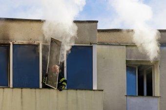 Lakástűz Marosvásárhelyen – a szomszédok is el kellett hagyják az otthonaikat