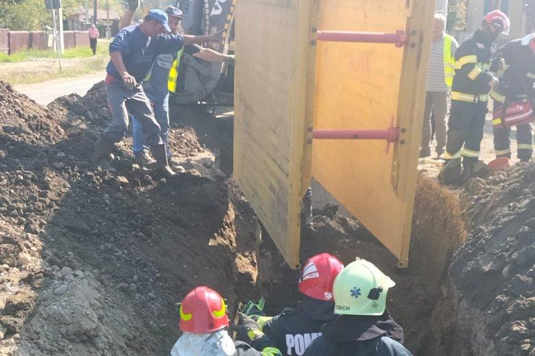 Maga alá temetett egy férfit a frissen ásott föld, de sikerült újraéleszteni