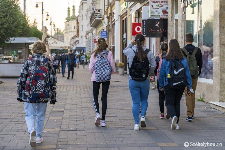 Cîmpeanu: a pénteki fertőzöttségi ráta szabja meg a következő heti oktatási rendszert