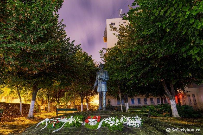 Nagyobb figyelmet kaphatnak a marosvásárhelyi köztéri szobrok
