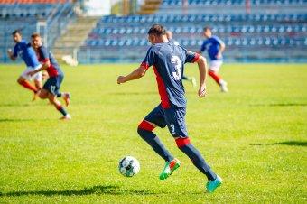 Győzelemmel kezdtek az esélyesek a Maros megyei focibajnokságban