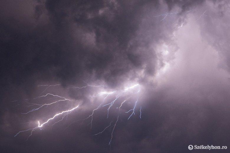 Ha még nincs elege ebből: viharriasztás a Kárpátokra, kánikulariadó az ország déli részére
