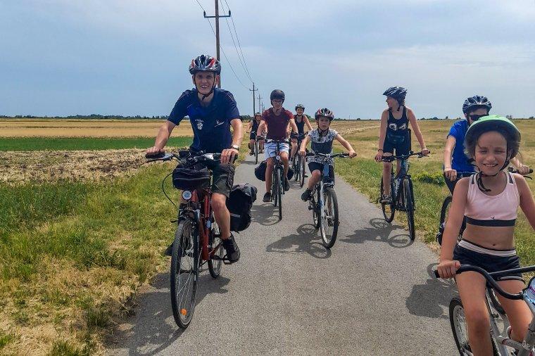 A kerékpár, a pocsolya és a közös móka napjai