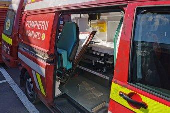 Bántalmazta a mentősöket, megrongálta a járművüket
