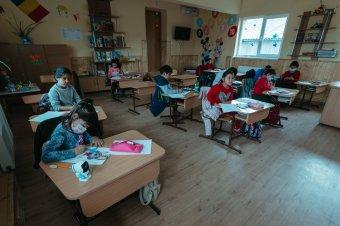 Szegény és hátrányos helyzetű gyerekek számára biztosítják az oktatást