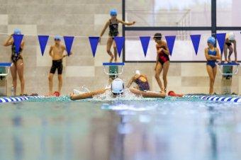 Úszásoktatás tornaórán – furamód nem az uszoda az akadály