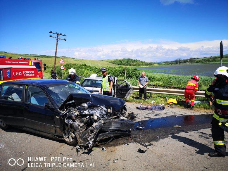 Két autó ütközött, öten megsérültek