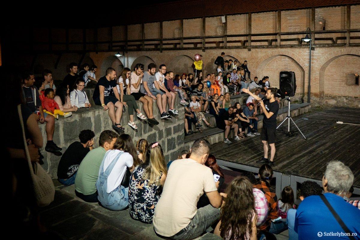 Esti előadás a várban •  Fotó: Rab Zoltán