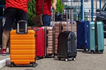 """A """"vörös"""" országokba utazók hazatérés után csak öt nap fizetett szabadságot kapnak a karantén ideje alatt"""