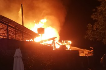 Hatezer négyzetméteren lángolt a gyulakutai bútorgyár