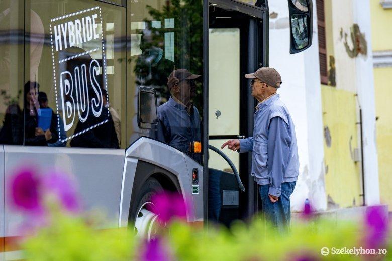 Megjelent egy hibrid autóbusz Marosvásárhelyen, de csak mutatóban