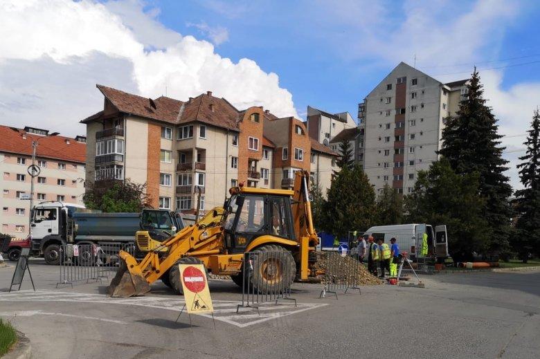 Forgalomkorlátozás a lakónegyed felújításának munkálatai miatt Csíkszeredában