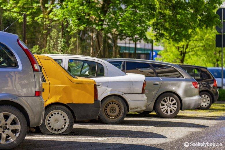 """Extra adót vethetnek ki a régi autókra : a 15 évesnél idősebb gépkocsik tulajdonosainak """"büntetését"""" várja Brüsszel Bukaresttől"""