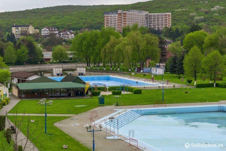 Június közepére töltik fel a medencéket a Víkendtelepen