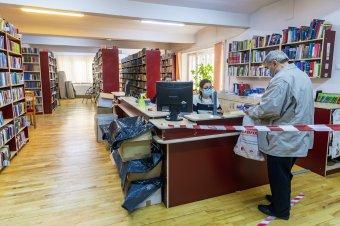 A törzsolvasók a járvány idején is ragaszkodnak a könyvtárhoz