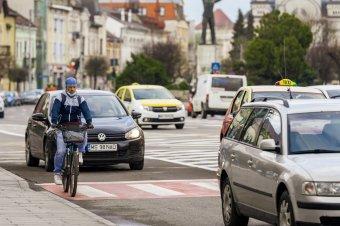 """Jól """"pedáloztak"""": elfogadta a szenátus a kerékpárút-hálózatok kiépítéséről szóló RMDSZ-tervezetet"""
