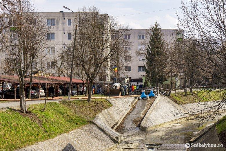 Meglepő, hogy mi miatt tört el egy föld alatti csatornavezeték