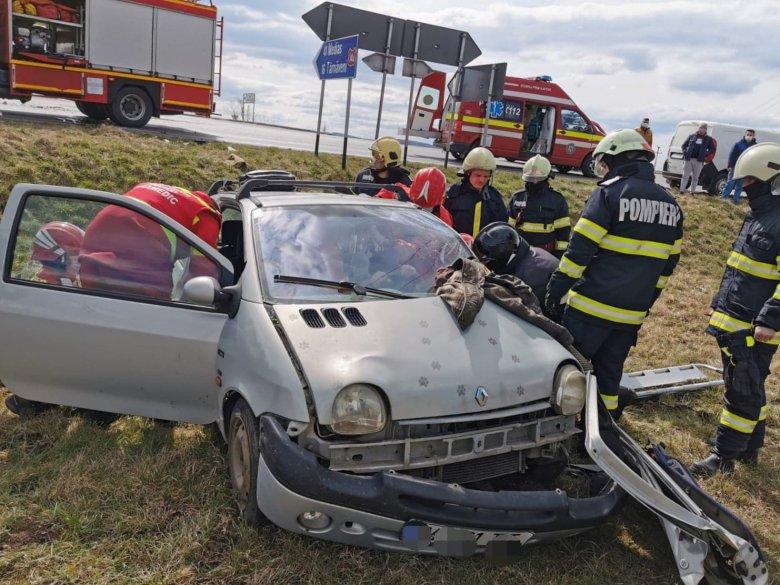 Személygépkocsi ütközött egy haszongépjárművel Radnóton