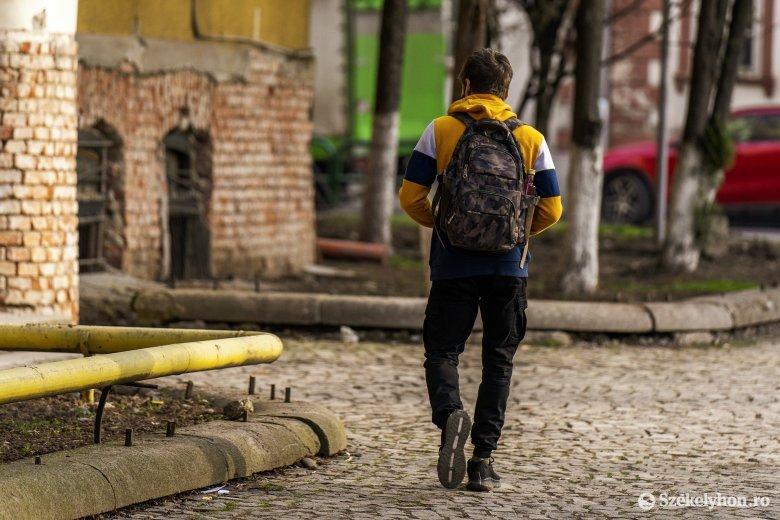 Az oktatási miniszter szerint május végén, június elején térhetnek vissza az iskolákba a diákok