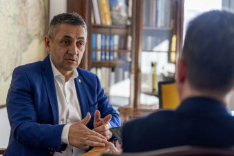 Összefogással a túlerővel szemben – Potápi Árpád nemzetpolitikai államtitkár a nemzeti ünnepről, az új programokról