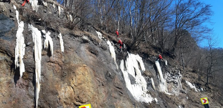 Eltávolítják a forgalomra veszélyes jégcsapokat