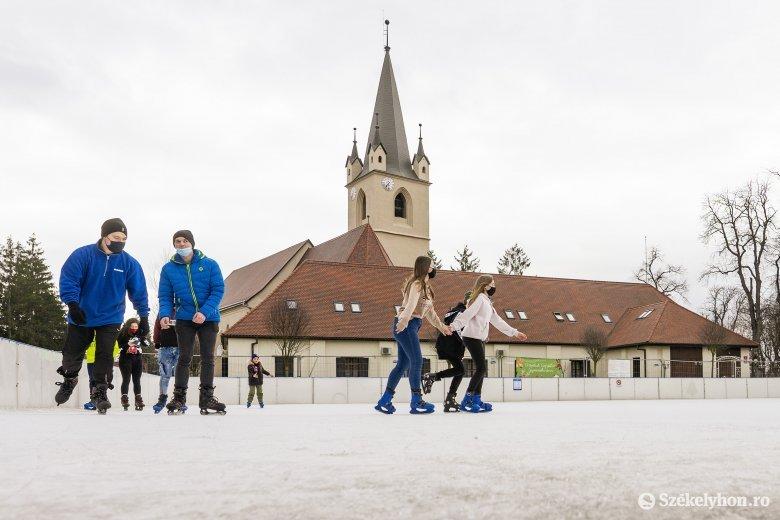 Ingyenes korcsolyázásra van lehetőség Marosvásárhelyen