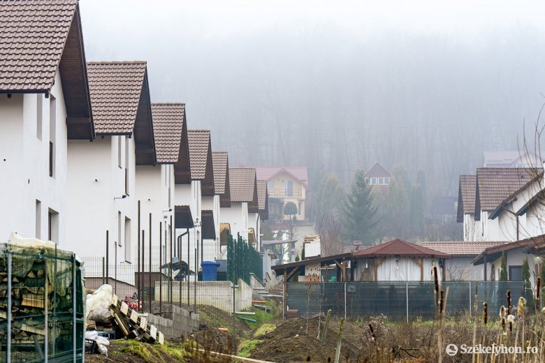 Falun nincs helye tömbháznak – kaotikus építkezés jellemzi a romániai településeket