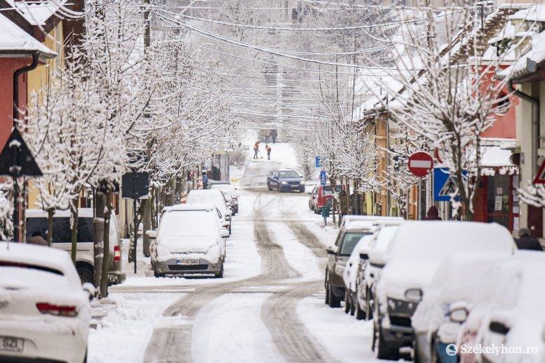 Kényszermegoldás Marosvásárhelyen: sürgősségi szerződés alapján zajlik a hóeltakarítás