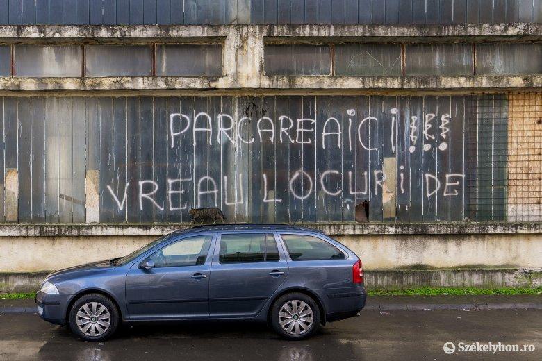Megkönnyítenék a parkolást a marosvásárhelyi lakónegyedekben, ez azonban hosszas folyamatnak ígérkezik
