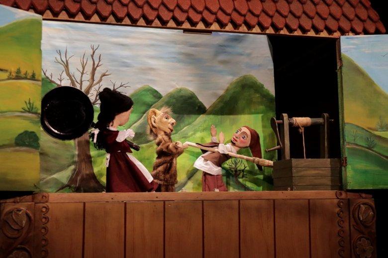 Nyitva a színházak – kisebb létszámú közönség előtt, de legalább nem online