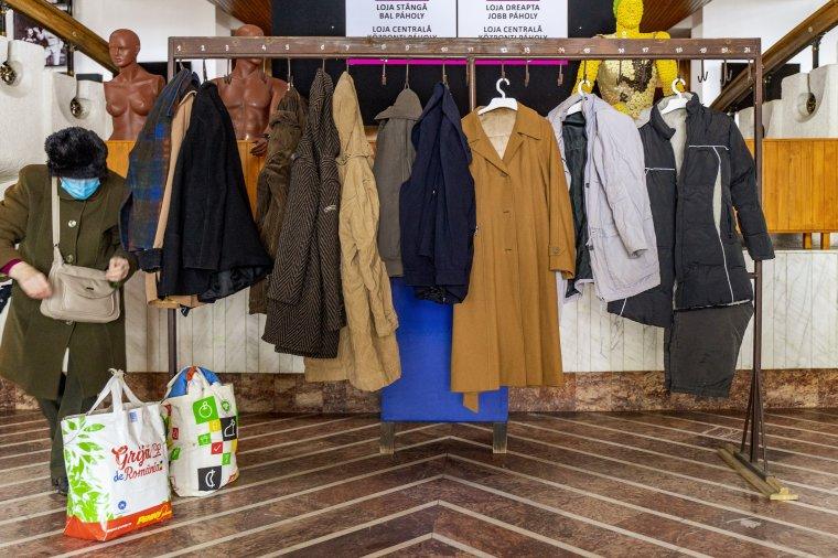 Téli kabátot és cipőt vihetnek haza a marosvásárhelyi rászorulók