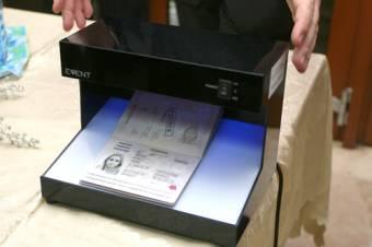 Hamisíthatatlan román útlevél – korszerű biztonsági elemekkel látják el az új kiadású úti okmányokat